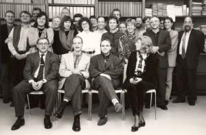 Gruppenbild aus dem Münchner Institut von 1993. Heinz-Werner Stuiber (erste Reihe, Erster von links), Ursula Koch (erste Reihe, Erste von rechts), Hans Wagner (dritte Reihe, Erster von rechts) und Heinz Starkulla junior (zweite Reihe, Erster von rechts; Quelle: Privatarchiv Karl Pauler)