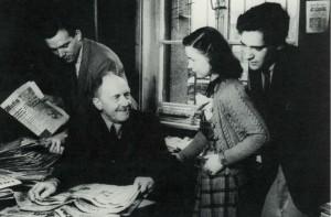 Karl d'Ester mit Studenten in München (Quelle: Starkulla/Wagner 1981: 6)