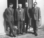 Henk Prakke (Zweiter von links) mit Michael Schmolke (links) und Winfried B. Lerg (ganz rechts) sowie Franz Dröge (Quelle: Privatarchiv Joachim Westerbarkey)