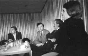 Josef Hackforth, Michael Schmolke, Winfried B. Lerg und Joachim Westerbarkey (von links nach rechts) auf der DGPuK-Jahrestagung 1975 in Göttingen (Foto: Raimund Kommer)