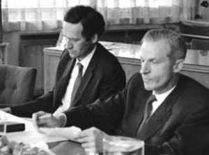 Harry Pross (links) mit Hans Abich in Prag 1964 (Quelle: Nachlass Harry Pross)