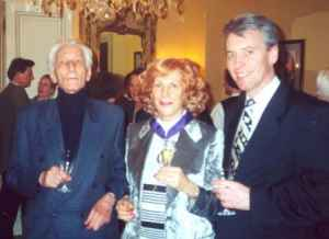 Pierre-Paul Sagave (links), Ursula E. Koch und Christian Rouyer (französischer Konsul) am 1. Februar 2000 in der Résidence de France in München (Quelle: Privatarchiv Ursula E. Koch)
