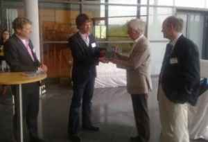 Übergabe der Festschrift an Jürgen Wilke mit Wolfgang Donsbach, Carsten Reinemann und Rudolf Stöber (Foto: privat)