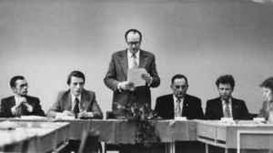 Werner Michaelis (stehend in der Mitte) bei einer Verteidigung. Ganz links: Günter Raue. Rechts neben Michaelis: Arnold Hoffmann und Hans Poerschke (Quelle: Privatarchiv Werner Michaelis).
