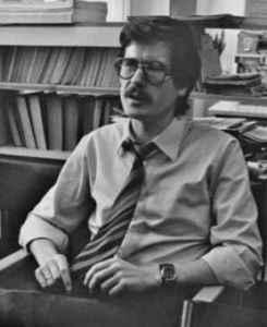 Wulf Skaun an seinem Arbeitsplatz im Großraumbüro. Leipziger Uni-Hochhaus, 1982 (Quelle: Privatarchiv Wulf Skaun).
