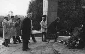 Wulf Skaun (2. von links) mit einer Delegation der SED-Kreisleitung in Wroslaw. 24. Oktober 1985 (Foto: Jerzy Katarzynski, Quelle: Privatarchiv Wulf Skaun).