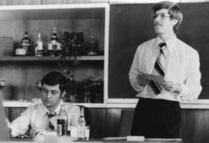Verteidigung der Dissertation am 16. Juli 1976. Wulf Skaun steht, Wolfgang Tiedke sitzt (Quelle: Privatarchiv Wulf Skaun).